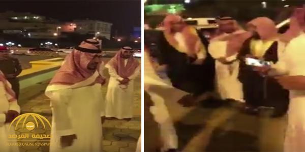 بالفيديو : نائب أمير عسير يوقف موكبه في شارع الفن بأبها ليلتقي عدد من أعضاء الهيئة