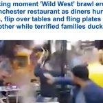 فيديو : مشاجرة عنيفة بالأطباق والكراسي في أحد المطاعم في بريطانيا