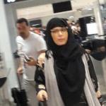 بالصور والفيديو: أصالة متنكرة بالحجاب والنظارات بعد اتهامها بحيازة المخدرات.. وهذه العقوبة تنتظرها!