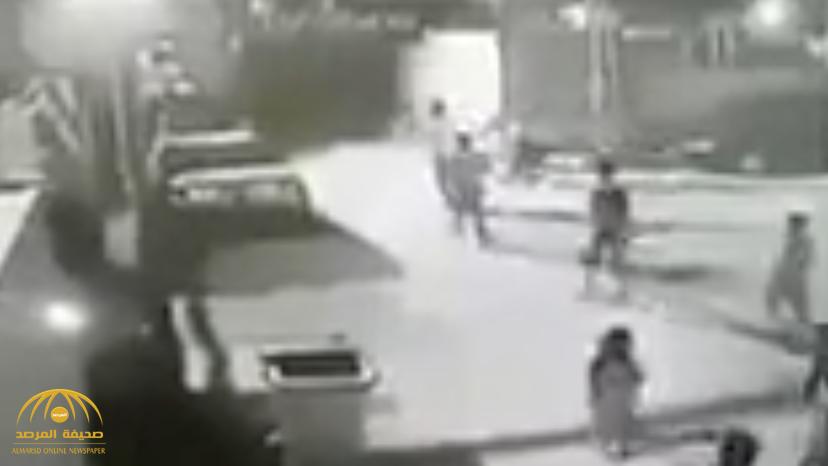بالفيديو.. داعشي يفجر نفسه وسط تجمع للأطفال بالعراق