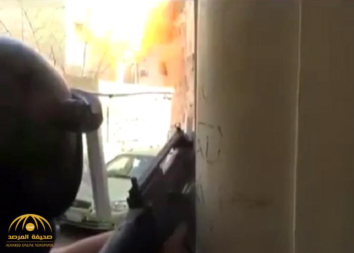 شاهد:لحظة تفجير انتحاري مكة نفسه بحزام ناسف بالقرب من رجال الأمن