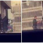 """شاهد بالفيديو: بسبب زميلتها.. بائعة ألعاب نارية تقاوم رجل أمن وتدفعه بيديها في سوق بـ """"الرياض""""!"""