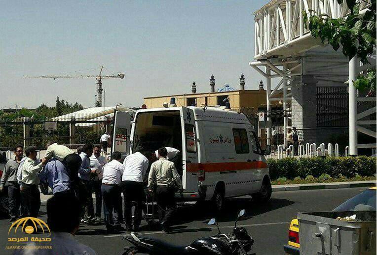 بالفيديو والصور:قتلى وجرحى في هجومين مسلحين استهدفا قبر الخميني والبرلمان الإيراني