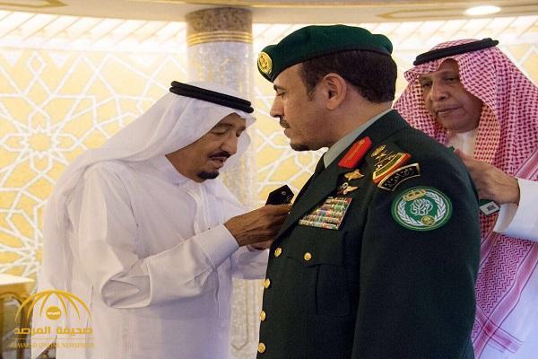 بالصور: خادم الحرمين الشريفين يقلد رئيس الحرس الملكي رتبته الجديدة