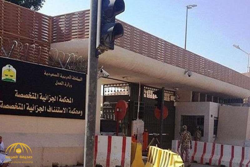"""تفاصيل محاكمة حدثين شرعا في قتل زميلهما قربانًا لـ """"داعش"""""""