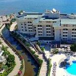 عائلة قطرية تطرد 500 سائح من فندق تركي !