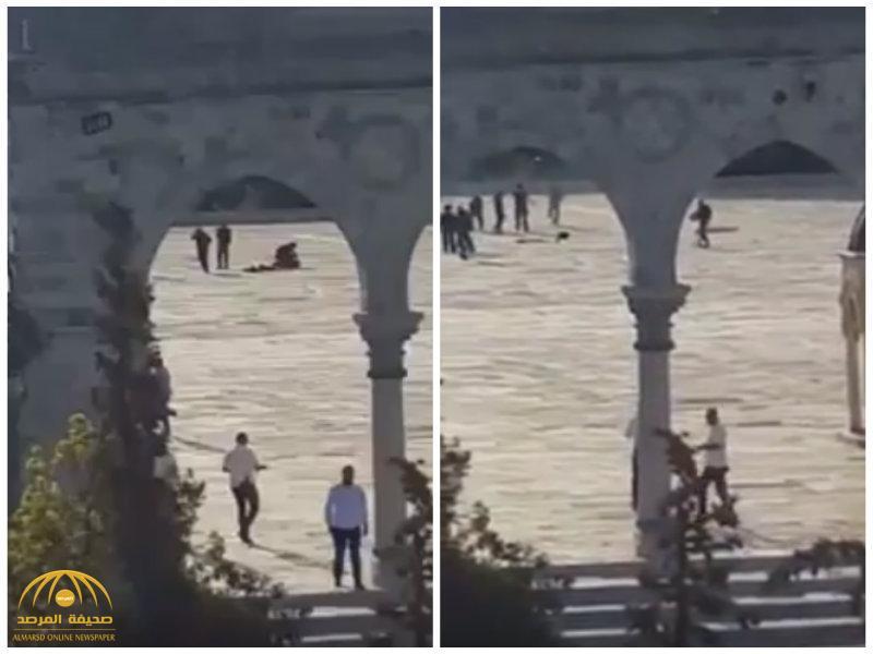 شاهد.. لحظة مقتل 3 فلسطينيين برصاص الشرطة الإسرائيلية داخل المسجد الأقصى