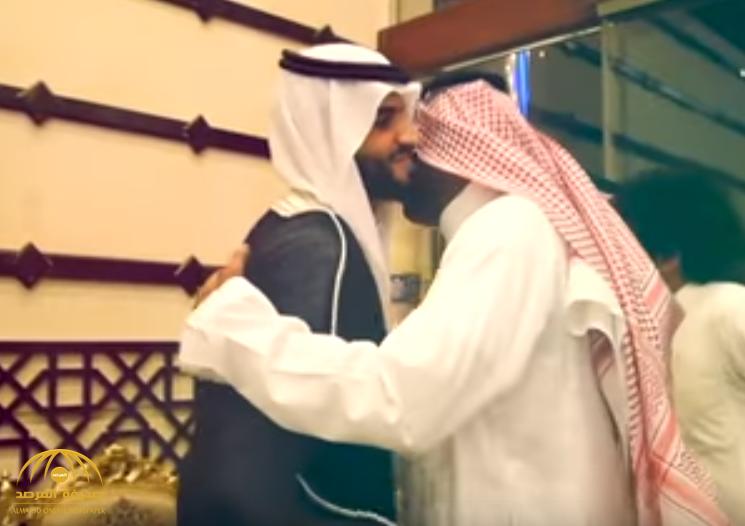 """وسط أشهر لاعبي الكرة السعودية.. شاهد بالفيديو: """"الصيعري"""" مهاجم الاتفاق يدخل عش الزوجية"""