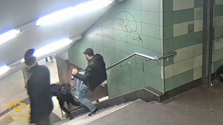القضاء الألماني يصدر حكمه في قضية ركل محجبة من أعلى درج المترو في برلين- فيديو