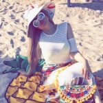 بالفيديو والصور: شاهد حليمة بولند تقضي عطلتها بملابس جريئة في منتجع بمدينة موناكو