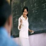 السماح للمعلمات بتدريس الطلاب الذكور يخلق موجة جدل بين السعوديين.. وهكذا علقوا على التوجه!