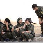 بضفائر طويلة ووجنات ناعمة..مجندات سوريا يحضّرن للانضمام لمعركة الرقة ضد داعش – صور