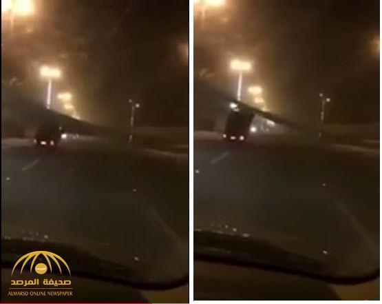 شاهد: سقوط خيمة على مقدمة سيارة كاد أن يتسبب في كارثة مروعة بالقصيم