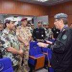 """شاهد بالصور .. قائد قوات أمن الحج الفريق أول """"خالد الحربي""""  في جولة تفقدية لمركز عمليات 911"""