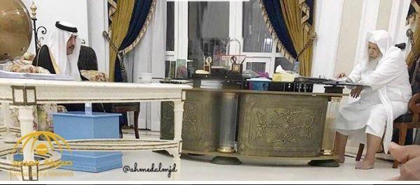 شاهد..الأمير ممدوح بن عبدالعزيز يستقبل أخيه الأمير أحمد في قصره بجدة