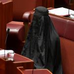 لماذا ارتدت هذه النائبة الأسترالية البرقع في البرلمان؟-صورة