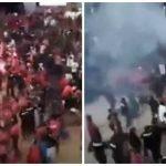 """لإساءته للمملكة .. هجوم بالأحذية والمواد المشتعلة على """"مهاتير محمد"""" في مؤتمر بماليزيا – فيديو"""