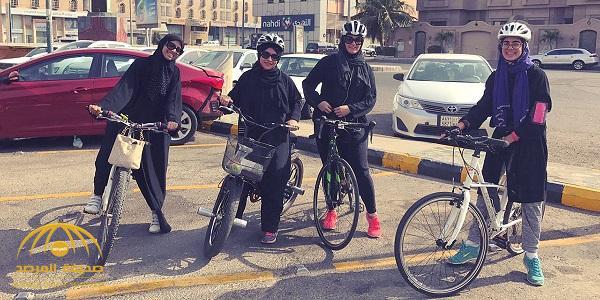 """بالصور .. """"بسكليتة"""" فريق نسائي لممارسة رياضة الدراجات على كورنيش جدة"""