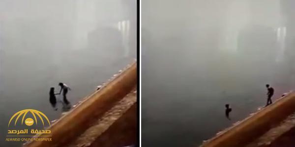 بالفيديو…لحظة غرق فتاتين في بحيرة وشابين يمتنعان عن مساعدتهما