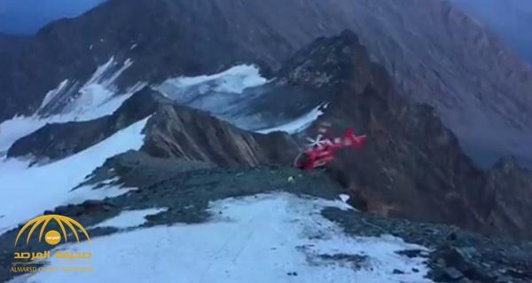 شاهد .. لحظة تحطم مروحية في جبال الألب أثناء عملية إنقاذ