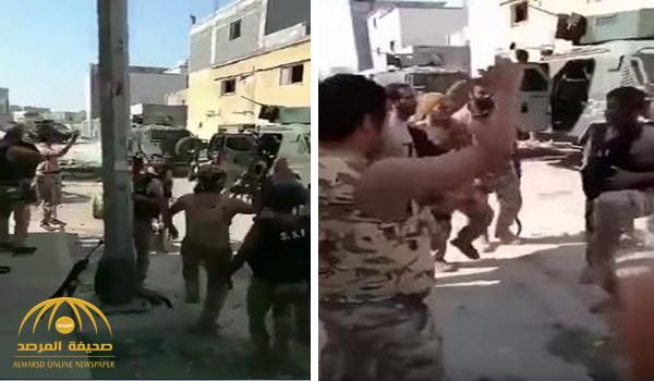 شاهد .. رجال الأمن يؤدون العرضة احتفالاً بانتهاء العملية الأمنية في مسورة العوامية