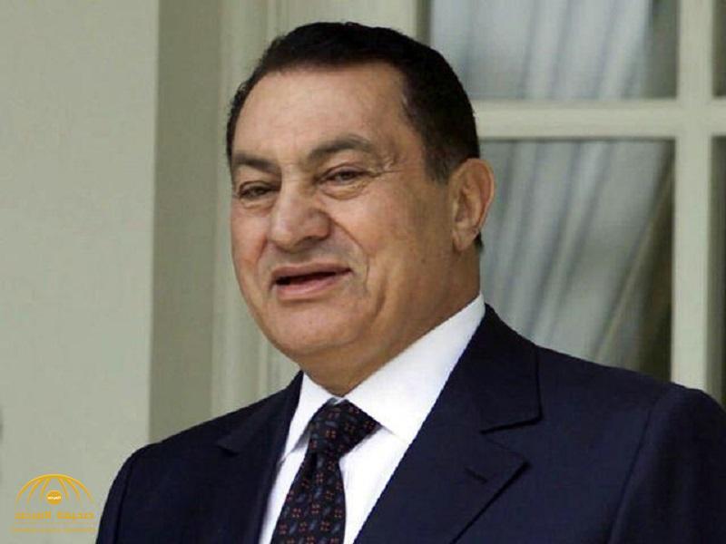 شاهد..مبارك في أول ظهور له منذ خروجه من السجن يتنزه في عربة الجولف – صورة