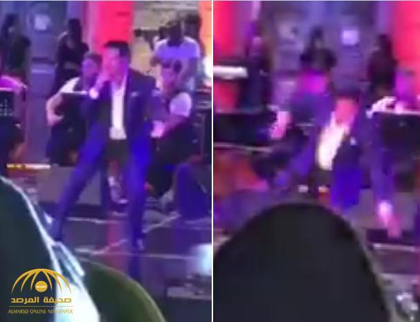 فيديو: لحظة سقوط الفنان راغب علامة من على خشبة المسرح في حفل العيد بلبنان