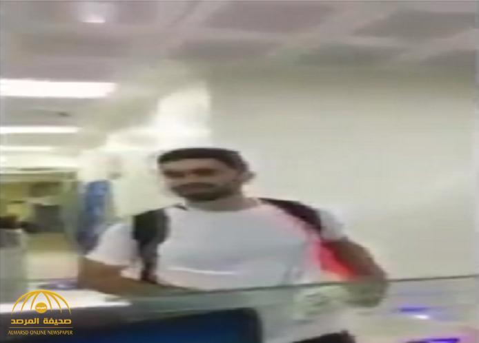 """شاهد :كيف رد اللاعب السوري عمر """" خريبين"""" على موظف في مطار الرياض دعا بخسارة الهلال أمام العين!"""
