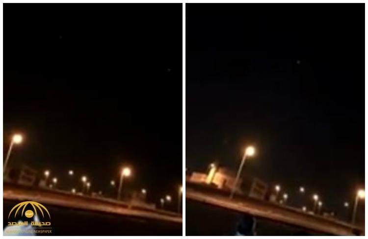 بالفيديو : الدفاع الجوي يعترض صاروخًا باليستيًا ويدمره فوق خميس مشيط