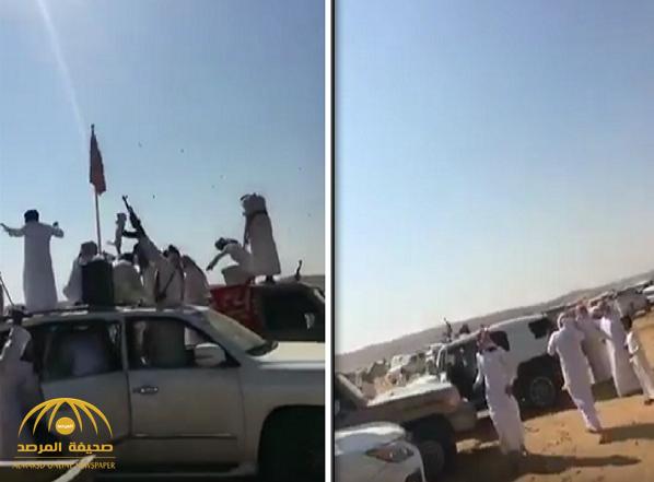 """شاهد.. تباهوا بالأسلحة وأطلقوا الأعيرة النارية أثناء احتفالهم بـ""""مزاين الإبل"""".. وهكذا تعاملت معهم شرطة الرياض"""