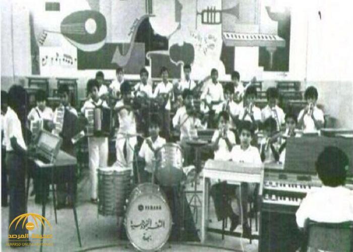 بيانو وغيتار وربابة وطبل في مدارس سعودية.. تعرف على قصة صورة عمرها 57 عاماً!