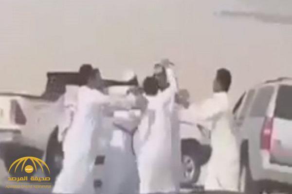 شرطة الشرقية تكشف تفاصيل القبض على ملاك إبل اعتدوا على مسافرين بطريق الأحساء – فيديو
