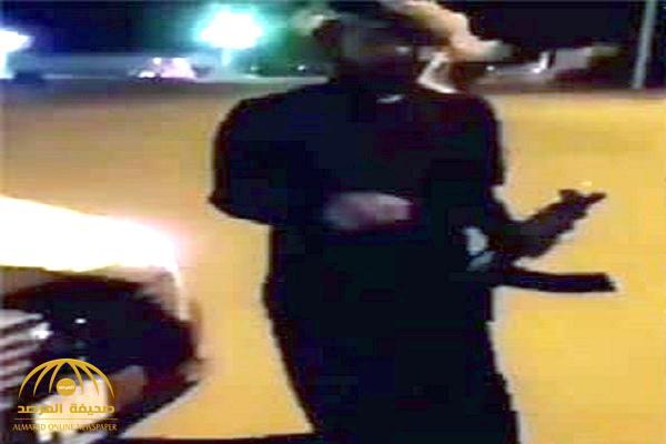 بالفيديو .. مواطن يمزح مع صديقه بإطلاق النار عليه من رشاش !