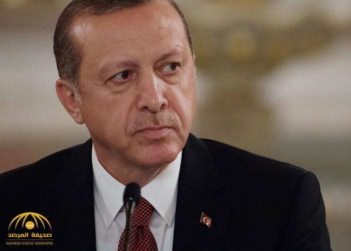 """معركة كلامية حامية بين أكاديمي سعودي وكاتبة بسبب """"أردوغان"""" .. وهكذا تنابزوا بالألقاب!"""
