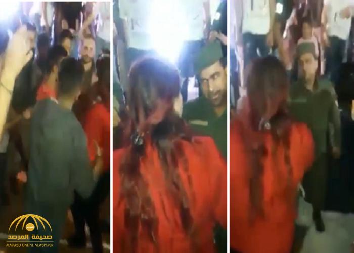 """شاهد: امرأة تهين جندي بنظام الأسد وتصفعه أمام الناس وتتلفظ عليه """"حيوان"""""""