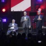 بالفيديو .. لماذا اجتمع 5 رؤساء أميركيين سابقين في حفل موسيقي ؟