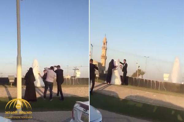 """شاهد .. عروس مصرية تلتقط الصور أمام نافورة بالقويعية .. وموثق الفيديو :""""والله لو معي رشاش لأرمي"""""""