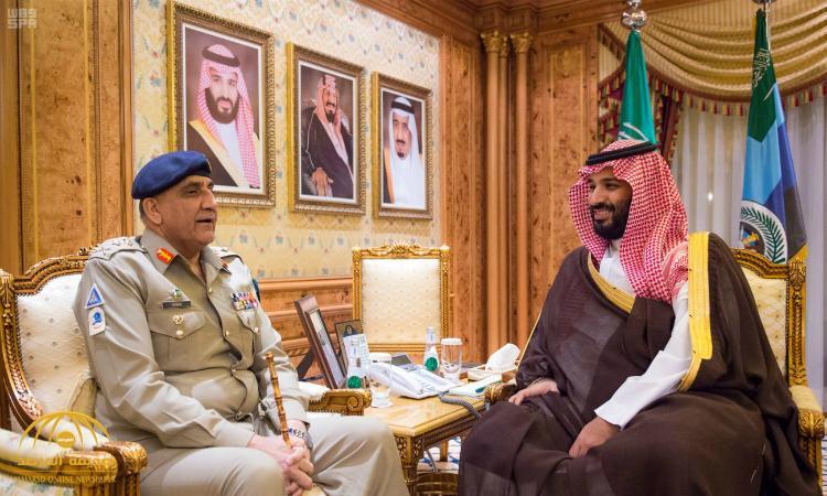 بالصور : ولي العهد يجتمع مع قائد الجيش الباكستاني
