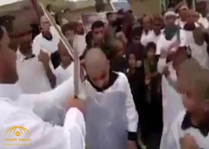 شاهد: الشيعة يضربون أجسادهم بالحديد والسيوف والنعال في يوم عاشوراء