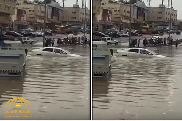 فيديو جديد يكشف حقيقة المسن الذي أنقذه المقيم الفلبيني بعد أن احتجزته السيول داخل سيارته