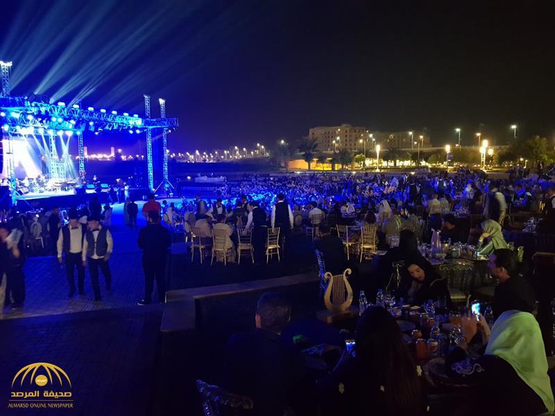 شاهد: حضور جماهيري وعائلي كبير بحفل موسيقار لبناني أقيم في مدينة الملك عبدالله الاقتصادية بجدة – صور