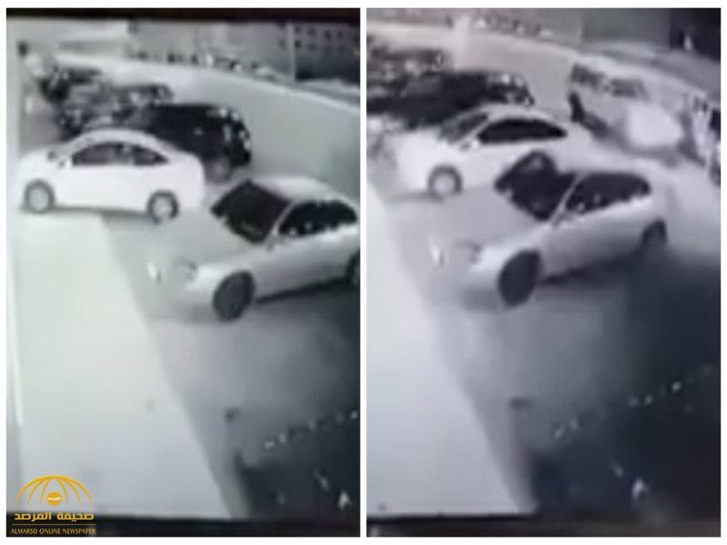 شاهد: لحظة محاولة شخص اقتحام محل بسيارته.. وهكذا تعاملت معه الدوريات الأمنية!