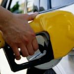 بعد الضريبة المضافة .. هذه هي زيادة تكلفة تعبئة خزان وقود سيارتك ؟