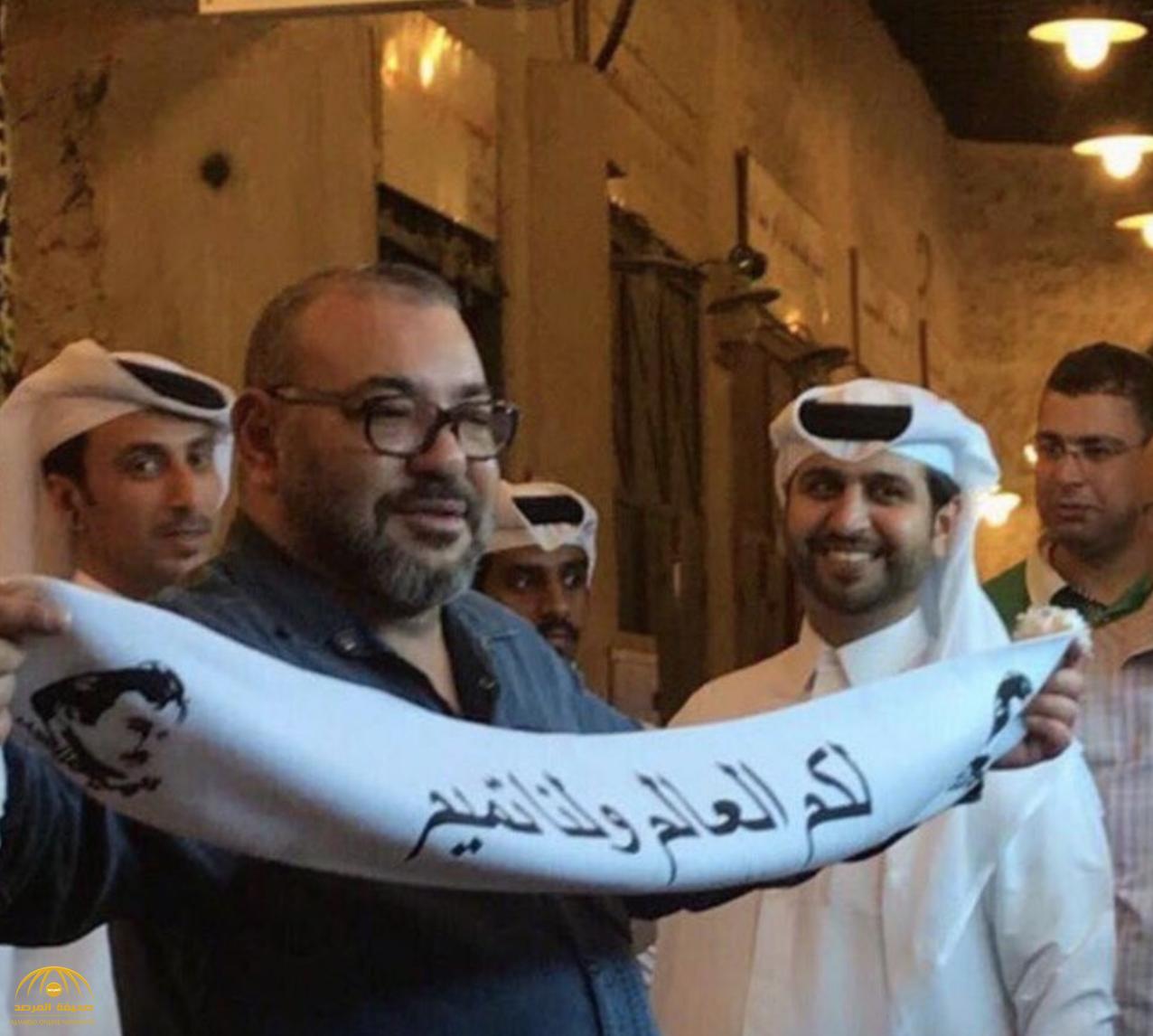مستشار ملك المغرب يوضح حقيقة صورة الوشاح المتداولة لمحمد السادس أثناء زيارة قطر-صورة
