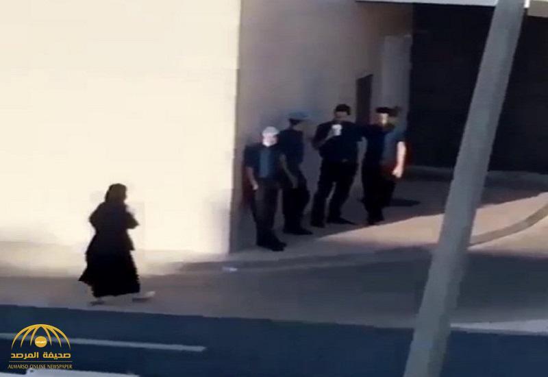 شرطة مكة المكرمة تعلق على فيديو الفتاة وعامل المطعم.. وتكشف تفاصيل الواقعة !