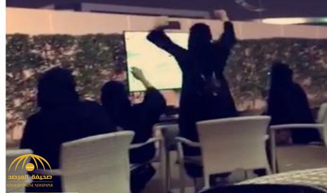 """جدل حول فيديو لـ """"3 سعوديات"""" داخل منزل يشاركن في """"بروفة"""" تشجيع الاتحاد!"""