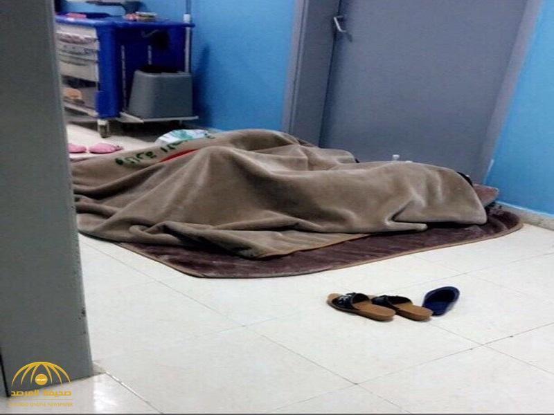 """صورة """"النائمات بممرات مستشفى العلايا"""" تشعل مواقع التواصل..وصحة بيشة تعلق!"""