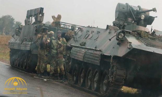 """جيش زيمبابوي يسيطر على السلطة.. وموغابي """"بخير"""" ! – فيديو"""