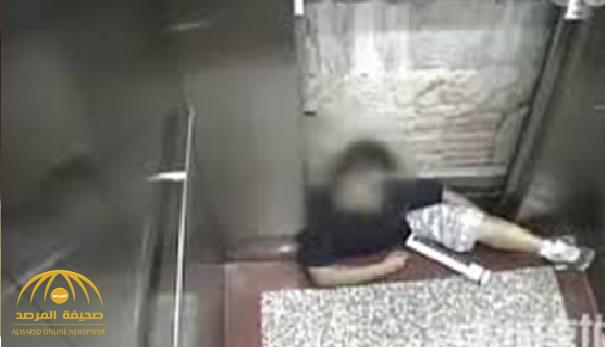 """والدته حاولت إنقاذه ولكن دون جدوى .. مصرع طفل أغلق على رأسه باب مصعد بـ""""صامطة"""" !"""