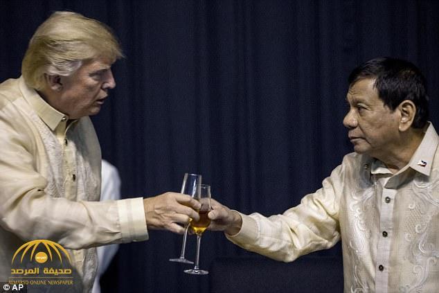 """بالفيديو.. شاهد رئيس الفلبين يغني بناء على طلب """"ترامب"""""""